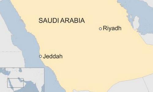 Iran công bố ảnh tàu dầu trúng tên lửa - ảnh 2