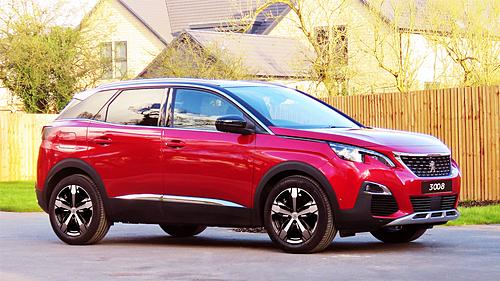Màu đỏ Ultimate Red trên Peugeot 3008.