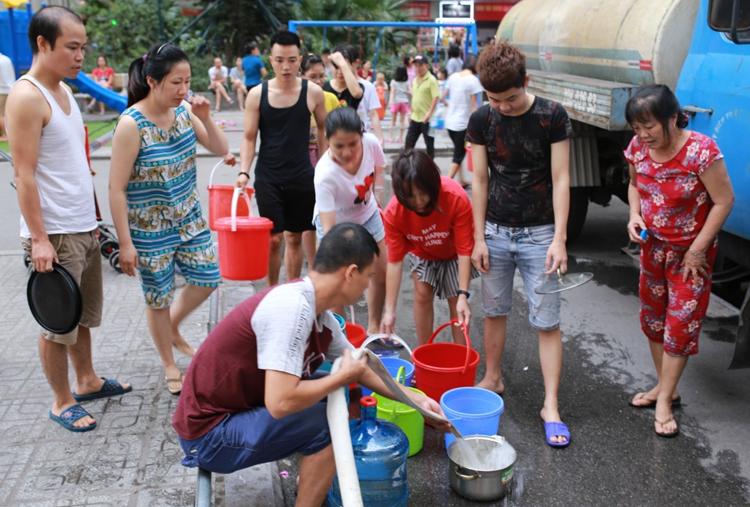 Cuộc sống hàng nghìn hộ dân đảo lộn vì nước có mùi lạ - ảnh 2