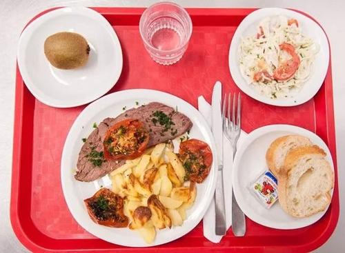 Cách tổ chức bữa ăn bán trú ở Pháp