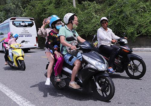 Đà Nẵng cấm đi xe máy tay ga lên Sơn Trà - ảnh 1