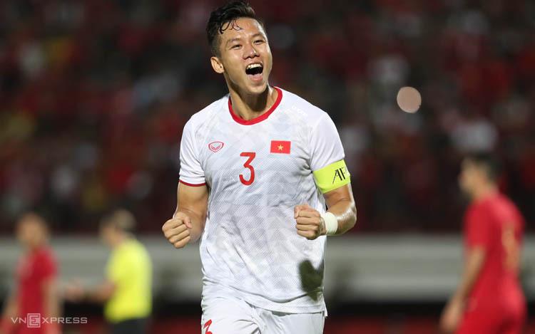 Quế Ngọc Hải ăn mừng bàn thắng vào lưới Indonesia tại Bali tối 15/10. Ảnh: Đức Đồng