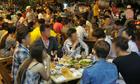 Người Việt nhậu nhẹt nhiều vì thiếu không gian sinh hoạt cộng đồng?