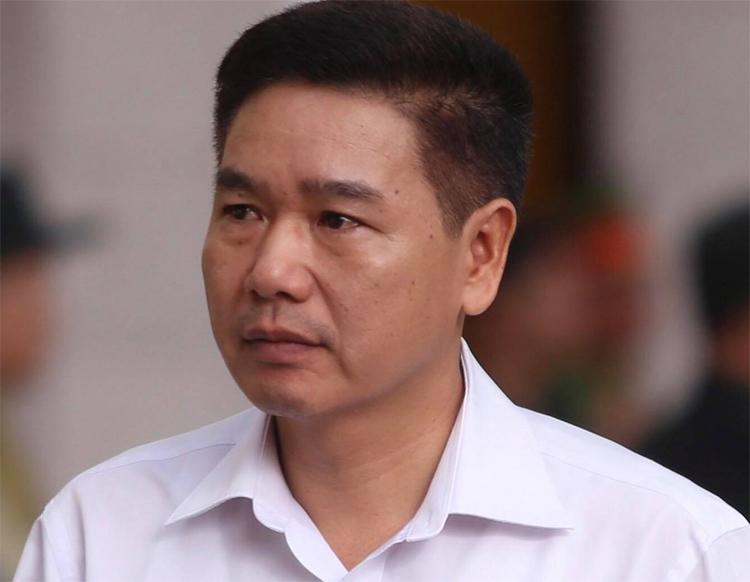 Bị can Trần Xuân Yến đến tòa trong sáng 15/10. Ảnh: Phạm Dự.
