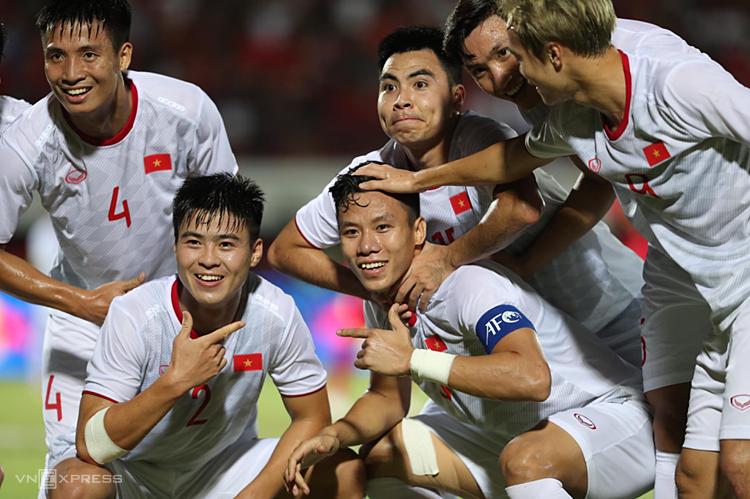 Duy Mạnh và Ngọc Hải đều lập công trong chiến thắng trước Indonesia. Ảnh: Đức Đồng.
