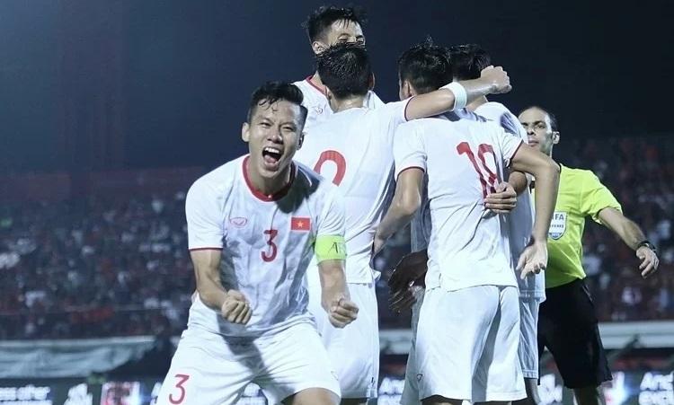 Việt Nam cần những đôi chân trên mặt đất để đánh bại Thái, UAE - ảnh 3