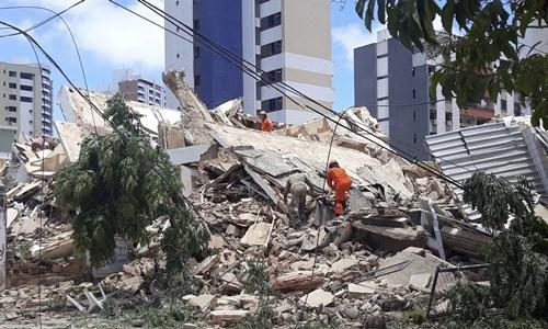 Sập tòa nhà 7 tầng, một người thiệt mạng