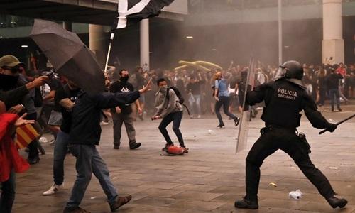 Dân Catalonia biểu tình quy mô lớn - ảnh 1