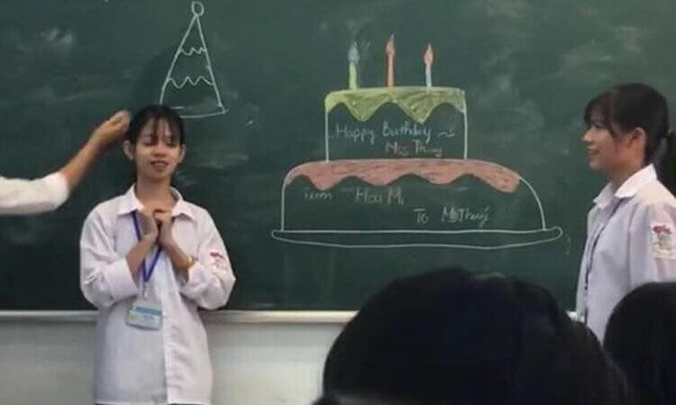 Cách tổ chức sinh nhật cho bạn học với 0 đồng -