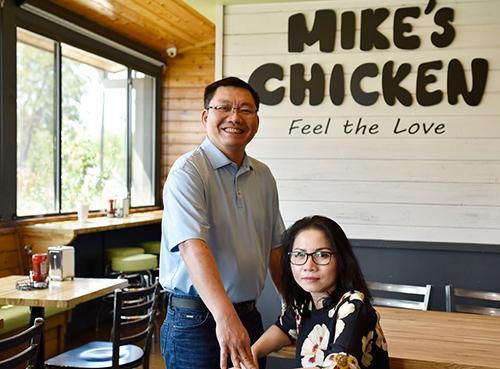 Vợ chồng gốc Việt hiện thực giấc mơ Mỹ bằng quán gà rán - ảnh 1