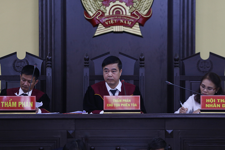 HĐXX do thẩm phán Quản Hữu Chiến làm chủ toạ. Ảnh: Phạm Dự.