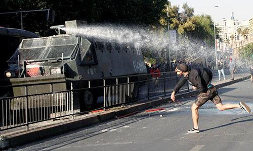 Chile đóng hàng loạt ga điện ngầm vì biểu tình - ảnh 1