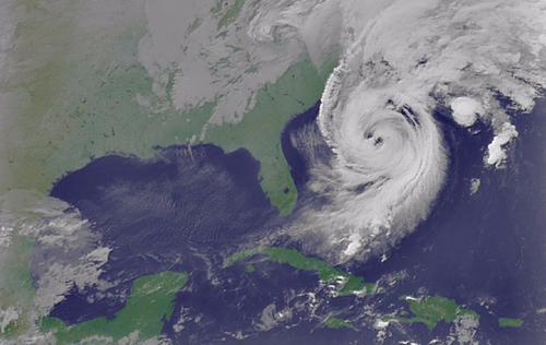 Tại sao có cơn bão hình thành hai mắt?