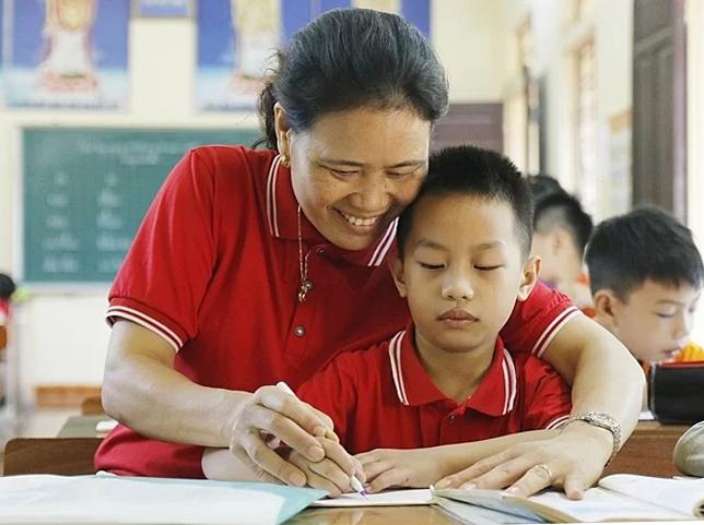 Cô giáo dành nửa cuộc đời giúp trẻ khuyết tật - ảnh 2