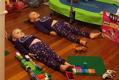 Bà mẹ giúp con ngủ ngoan bằng ý tưởng lạ - ảnh 1