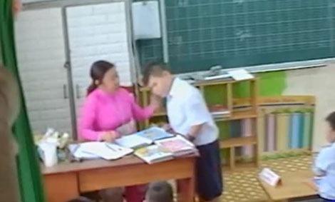 Cô giáo bị buộc thôi việc vì đánh học sinh -
