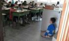 Giáo viên quay phim em tôi ngủ gật, chiếu cho cả lớp xem