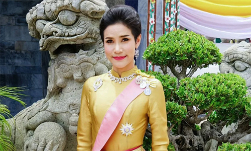 Hoàng quý phi Sineenat Wongvajirapakdi trước khi bị phế truất. Ảnh: Thailand Royal Household