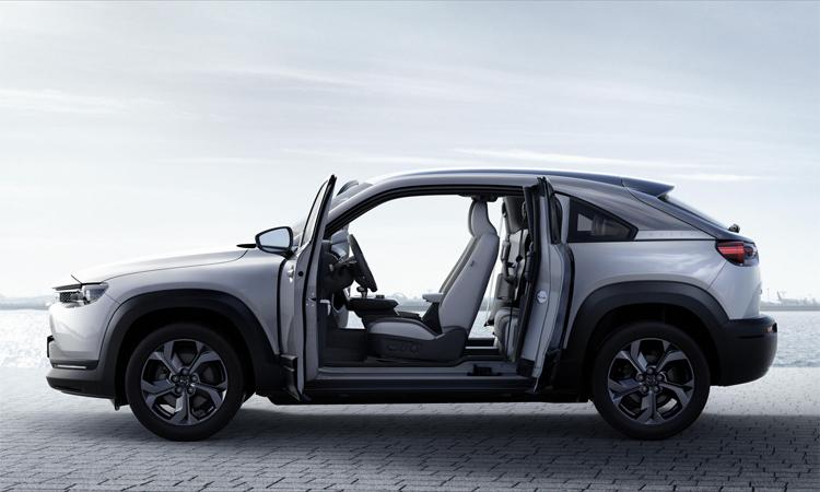 MX-30 có kiểu cửa mở ngược giống xe siêu sang Rolls-Royce. Ảnh: Mazda