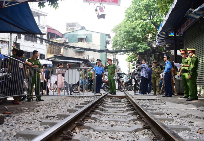 Quận Hoàn Kiếm bác đơn xin hoạt động lại của phố cà phê đường tàu - ảnh 1