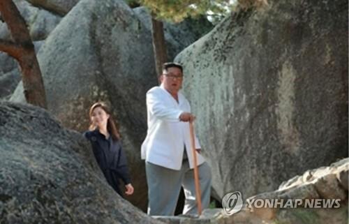 Vợ Kim Jong-un lần đầu xuất hiện sau 4 tháng - ảnh 1