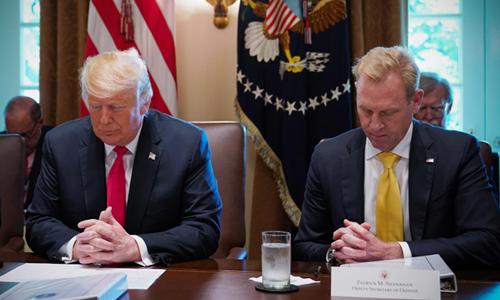 Quan chức Nhà Trắng cầu nguyện cho Trump trước khi họp - ảnh 2