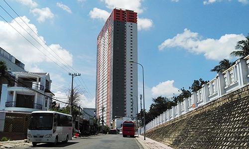 Chung cư cao 40 tầng ở Nha Trang bán căn hộ cho người nước ngoài. Ảnh: An Phước  Chủ đầu tư bán 20 căn hộ cho người nước ngoài 1vne chungcu 1576 1571897236