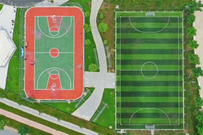Sân bóng rổ và bóng đá