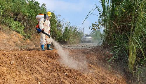 Một tuần đào đất, vét suối xử lý ô nhiễm dầu - ảnh 3