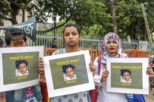 16 người lãnh án tử hình vì thiêu sống nữ sinh
