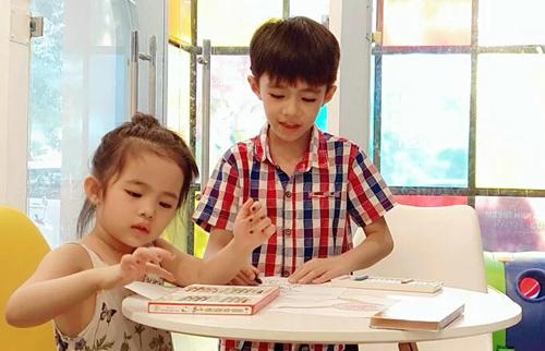 Phụ huynh mạnh tay chi tiền cho con học tiếng Anh -