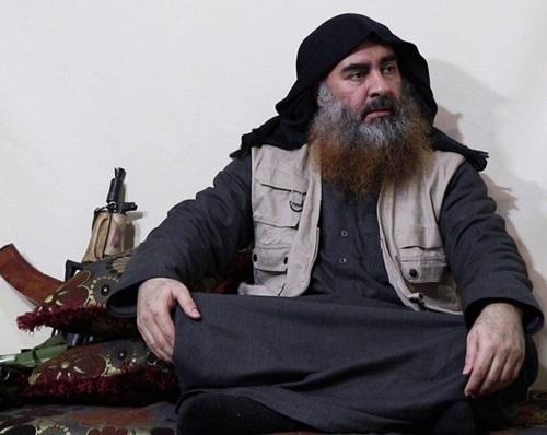 Thủ lĩnh tối cao Nhà nước Hồi giáo (IS) tự xưng Abu Bakr al-Baghdadi xuất hiện trong video tuyên truyền hồi tháng 4. Ảnh: AFP.