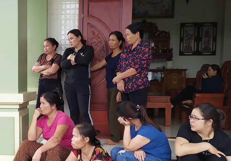 Gia đình ông Lê Tuân, xã Đô Thành, huyện Yên Thành ngóng tin con là Lê Văn Hà đang mất liên lạc. Ảnh: Hải Bình