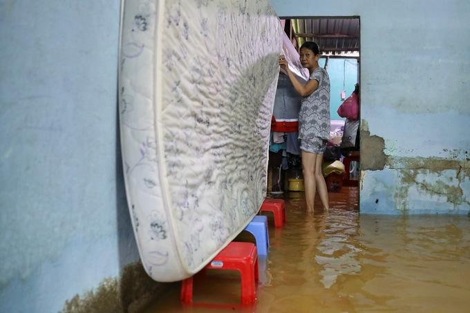 Người Sài Gòn bì bõm trong ngày triều cường