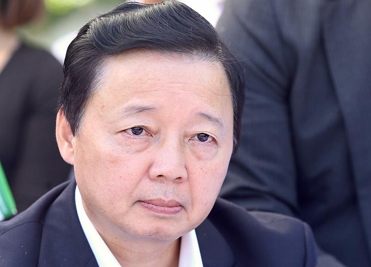 Bộ trưởng Trần Hồng Hà trong buổi làm việc với công ty JVE. Ảnh: Gia Chính