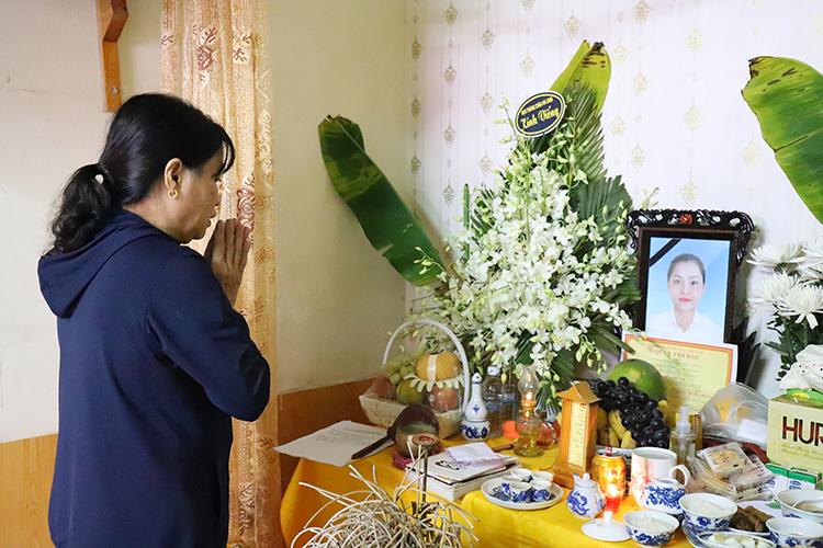 Gia đình đã lập bàn thờ vọng cho Phạm Thị Trà My. Ảnh: Đức Hùng