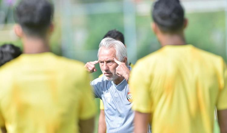 HLVBert van Marwijk chịu áp lực phải giúp UAE giành chiến thắng khi tới làm khách của Việt Nam.