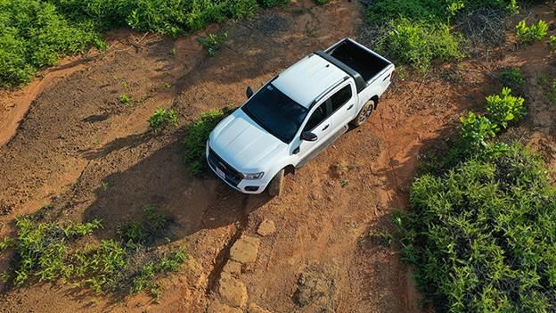 Ford Ranger là dòng xe bán tải có nhiều tùy chọn nhất Việt Nam với 7 phiên bản. Giá khởi điểm từ 616 triệu đồng đến 1,2 tỷ đồng. Phiên bản Ranger Wildtrak có giá bán 918 triệu đồng. Xe nhập khẩu nguyên chiếc từ Thái Lan.