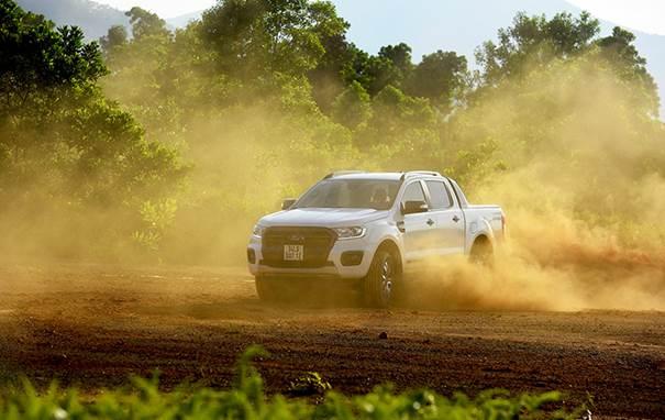 Ranger Wildtrak ngập tràn công nghệ an toàn so với các đối thủ. Ngoài ra, hãng xe Mỹ trang bị thêm tính năng kiểm soát hành trình chủ động duy trì khoảng cách, cảnh báo lệch làn, hỗ trợ giữ làn, cảnh báo va chạm phía trước Những tính năng thường chỉ xuất hiện ở dòng xe hạng sang cao cấp.