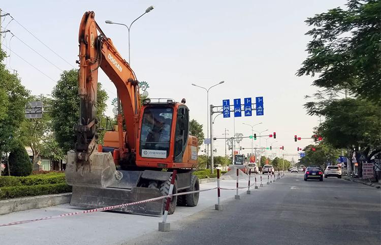 Tỉnh lộ 353 (đường Phạm Văn Đồng) là 1 trong 3 tuyến tỉnh lộ được sửa chữa, nâng cấp. Ảnh: Giang Chinh