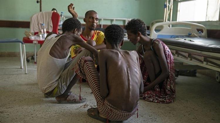 4 người đàn ông từng bị những kẻ buôn người giam giữ và bỏ đói. Ảnh: AP.