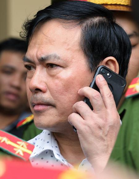 Nguyễn Hữu Linh sau phiên xử. Ảnh: Hữu Khoa.