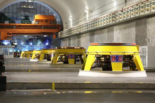 Tám tổ máy tổng công suất 1.920 MW đều được lắp đặt, thi công ngầm trong lòng đồi. Ảnh: Ngọc Thành.