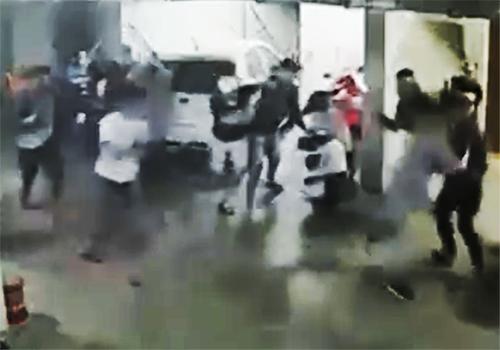 Đại ca giang hồ bị hơn 20 người truy sát - ảnh 1