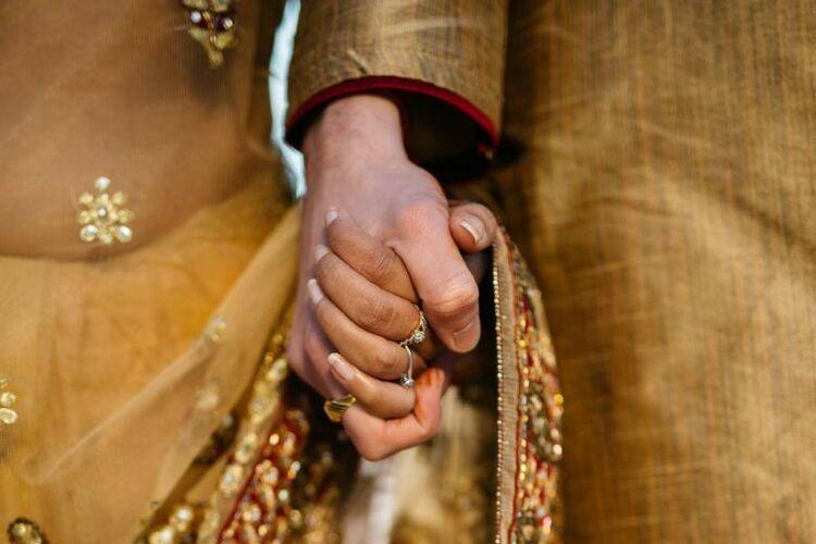 Cặp vợ chồng Ấn Độ bị ném đá đến chết - ảnh 1