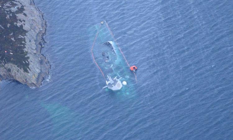 Na Uy công bố video tàu dầu đâm chìm chiến hạm - ảnh 2