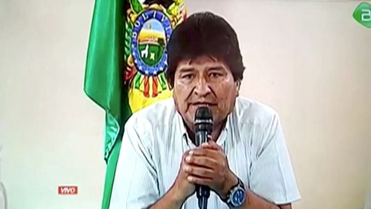 Tổng thống Bolivia Morales thông báo từ chức trên truyền hình hôm 10/11. Ảnh: Reuters