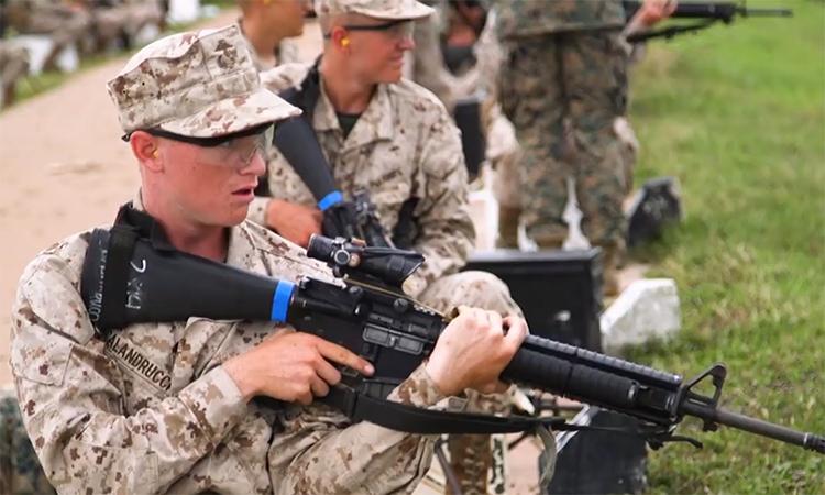 Tân binh thủy quân lục chiến Mỹ ''hành xác'' trên đảo -