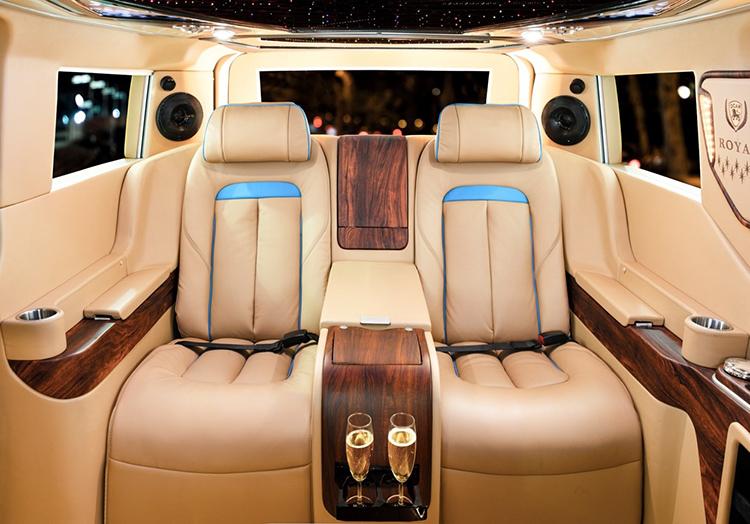 Khoang ghế VIP thiết kế lấy cảm hứng từ Rolls-Royce Cullinan trên xe DCar Royal.