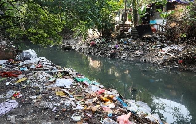 Người Hà Nội sống bên những dòng sông chết - ảnh 1